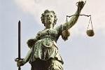 Römische Göttin Justitia ohne Augenbinde
