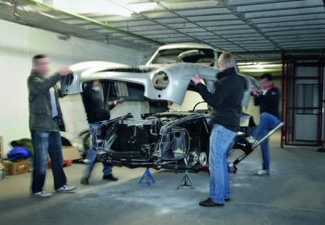 vom Zoll beschlagnahmter Nachbau des legendären Mercedes-Flügeltürers; Quelle: Daimler AG